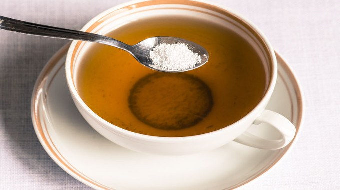 cup-of-tea-with-sweetener-sorbitol-in-a-spoon-compressed