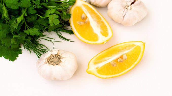 slices-of-lemon-garlic-cloves-and-parsley-compressed