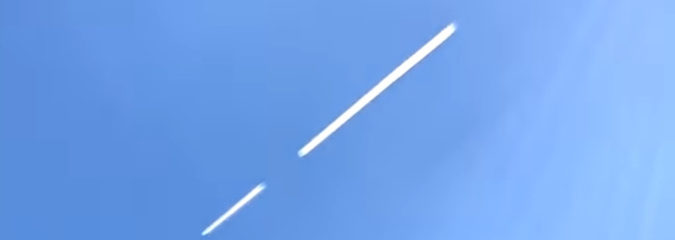 Chemtrail Pilot Signals World That Trails Are NOT Contrails! 100% Proof!