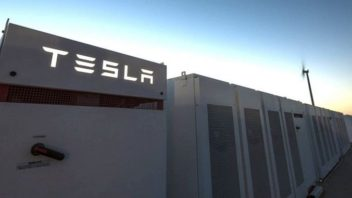 Tesla Vies to Build World's Largest Battery Again